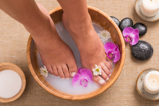 Footloose-15-Ways-to-Keep-Your-Tootsies-Pretty-All-Summer-Long-photo4