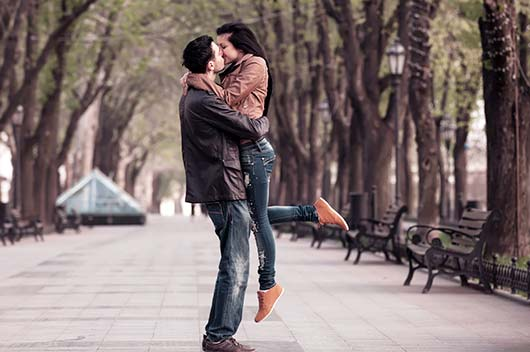Pucker-Up-World-a-Look-at-How-15-Different-Cultures-View-the-Kiss-MainPhoto