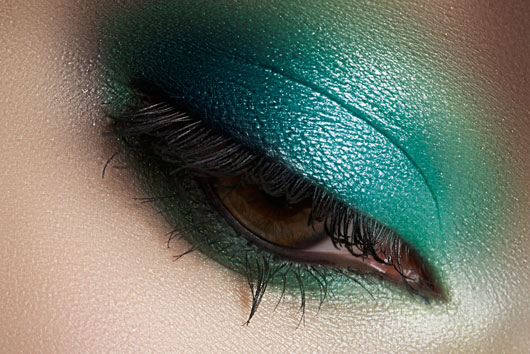 The-Glitterati-10-Awesome-Ways-to-Add-Flair-to-your-Eye-Makeup-photo7