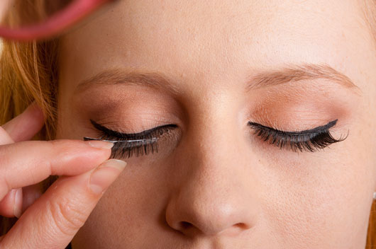 The-Glitterati-10-Awesome-Ways-to-Add-Flair-to-your-Eye-Makeup-photo8