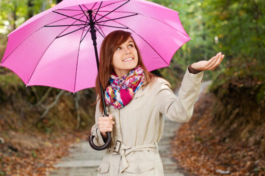 Umbrella-Chic-10-Key-Style-Tips-for-Wet-Weather-Accessorizing-photo2