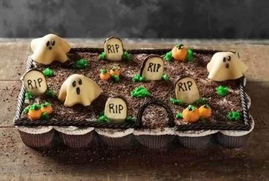 Deliciously Creepy Halloween Party Treat Pull Apart Graveyard Cupcakes-MainPhoto