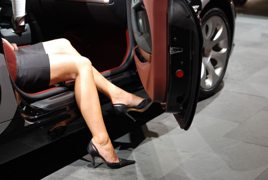 Feeling-Stumped-13-Ways-to-Make-Your-Legs-Appear-Longer-photo4