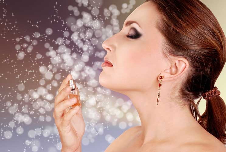 Scent-of-a-Woman-10-Tips-on-Choosing-a-Signature-Fragrance-MainPhoto