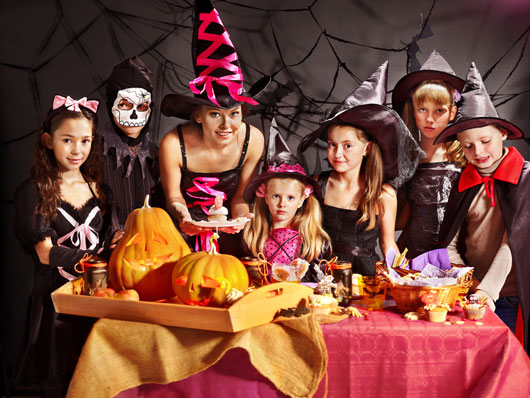 Trend-Setting-10-Kids-Halloween-Activities-to-Try-Instead-of-Trick-or-Treating-photo2
