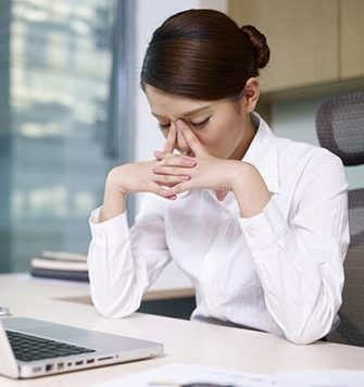 Health-Etiquette-10-Signs-You-Are-Too-Sick-to-Go-Into-the-Office-MainPhoto