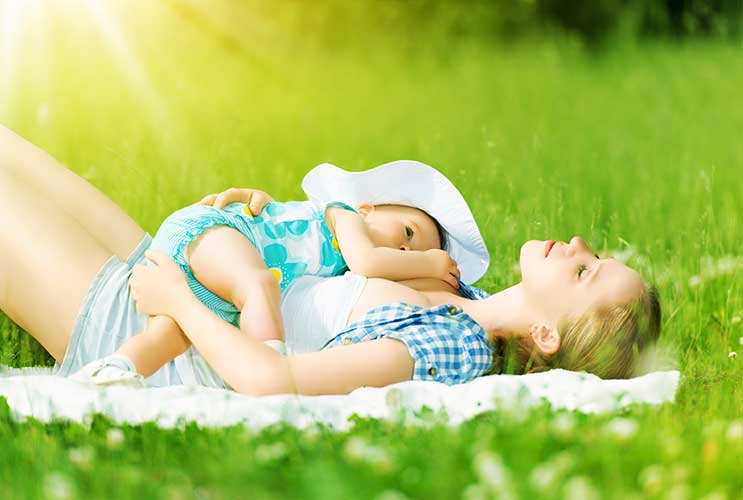 Owning-Your-Choice--10-Ways-to-Cope-with-Judgment-Around-Breastfeeding-MainPhoto