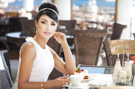 Table-for-One-10-Reasons-why-There-is-No-Shame-in-Dining-Alone-MainPhoto