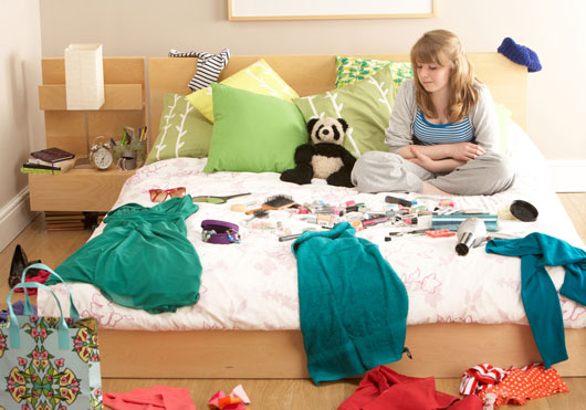 Should-You-Clean-Your-Teenagers-Messy-Bedroom-mainphoto