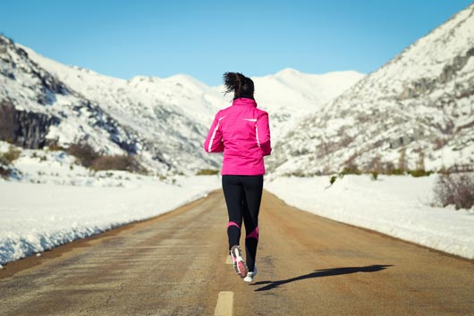 Winter-Wonder-Woman-10-Winter-Exercises-that-Keep-you-Fit-MainPhoto