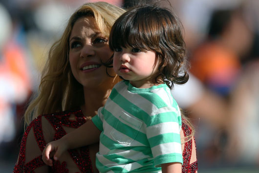 Queen-Files-10-Reasons-why-the-World-Needs-Another-Shakira-Biography-photo10