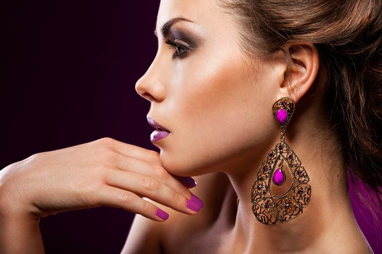 Earrings-for-Women-Trends-to-Amp-Up-Your-Ear-Game-MainPhoto.jpg (750×500)