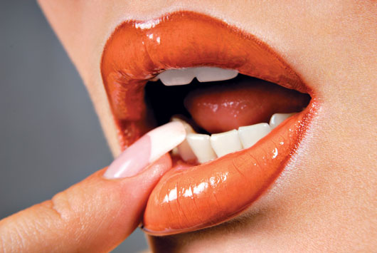 Lip-Service-Your-Spring-Color-Trends-Guide-for-Perfect-Puckers-Photo2