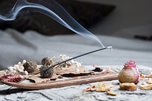 Tips-on-Burning-Incense-How-to-Pick-What-Kind-to-Burn-Photo2