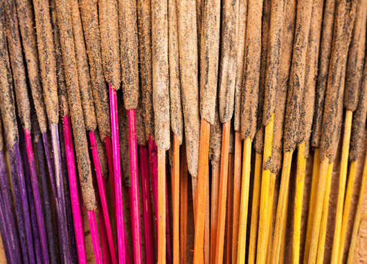 Tips-on-Burning-Incense-How-to-Pick-What-Kind-to-Burn-Photo3