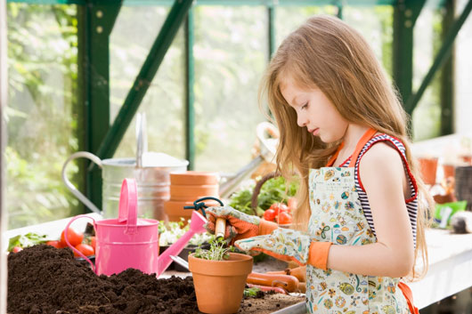 Family-Flora-Tips-on-Teaching-Kids-Gardening-Photo2