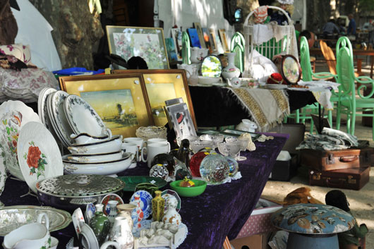 How-to-Throw-the-Best-Garage-Sales-Your-Neighborhood-Has-Ever-Seen-Photo3
