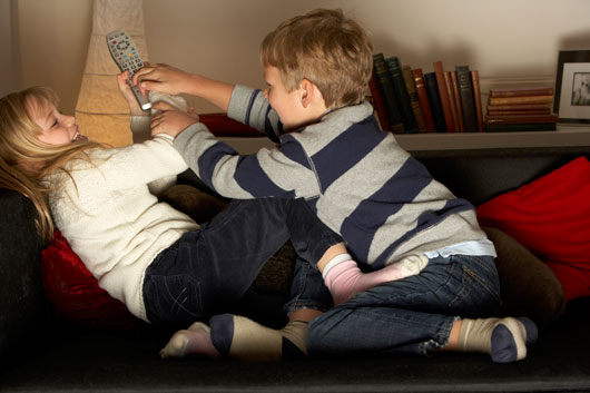 Sibling-Relationships-How-to-Tighten-the-Bond-with-Your-Sister-or-Brother-Photo2