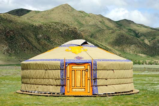 10-Fierce-Glamping-Ideas-for-the-Amateur-Camper-MainPhoto