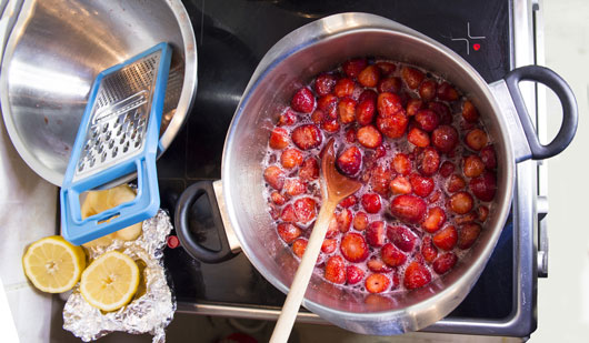 Spreading-Love-How-to-Make-Your-Own-Homemade-Jam-Photo2
