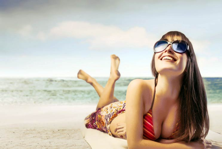 Out-of-Town-How-to-Spend-the-Winter-Holidays-in-Your-Bikini-MainPhoto