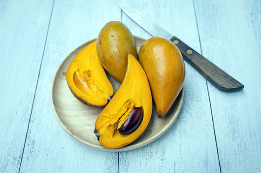 8-Reasons-Why-Foodies-are-Loco-for-Lucuma-Fruit-MainPhoto