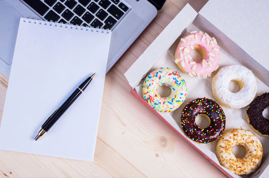 Eating-Healthy-How-to-Not-Let-Office-Food-Ruin-Your-Body-MainPhoto