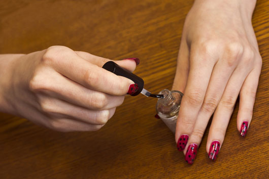 Nail-Polish-Tips-and-Tricks-The-Art-of-the-Fast-Dry-Photo3