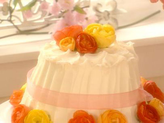 10-Gorgeous-Desserts-that-Make-a-Case-for-Edible-Flowers-Photo4
