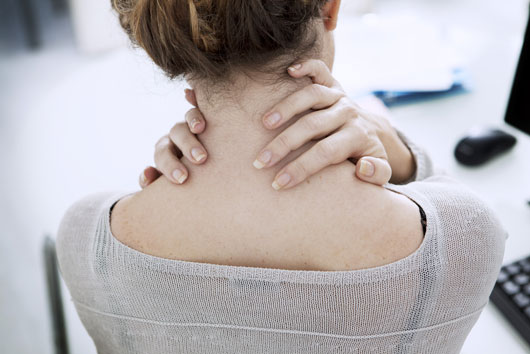 7-Reasons-Why-You-Always-Have-Upper-Back-Pain-photo2
