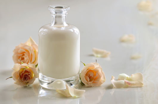 How-to-Bring-Rosewater-Into-Your-Beauty-Routine-Photo3