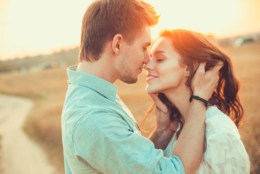 Different Types of Kissing According to the Zodiac - Kissing