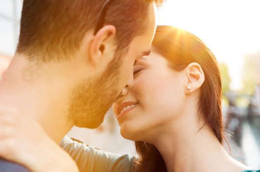 Different-Types-of-Kissing-and-Your-Zodiac-Sign-Photo2
