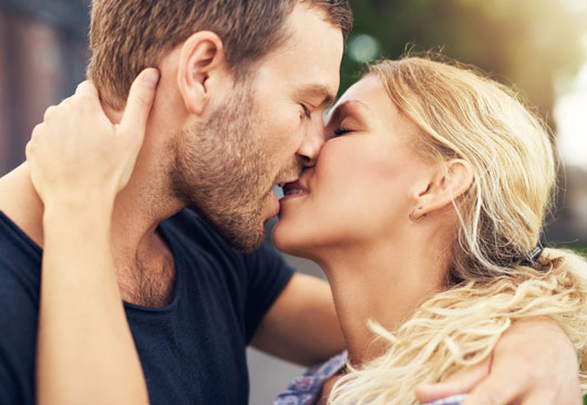 Different-Types-of-Kissing-and-Your-Zodiac-Sign-Photo4
