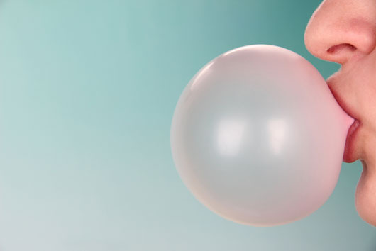 11-Reasons-to-Stop-Chewing-Gum-Photo10