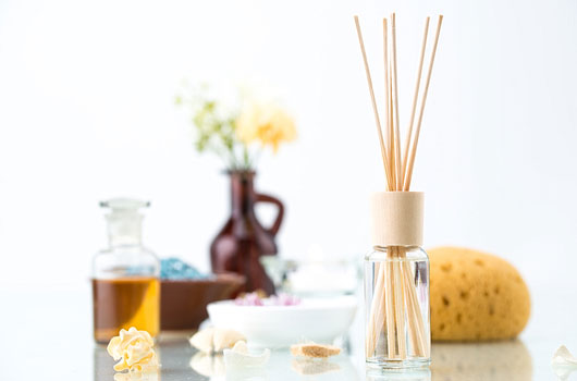 Holy-Aromatherapy-7-Reasons-The-Essential-Oils-World-Is-Obsessed-With-Palo-Santo-MainPhoto