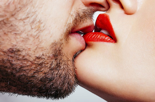 Kissing-Master-Class-7-Ways-to-Re-Learn-the-Art-of-French-Kissing-MainPhoto